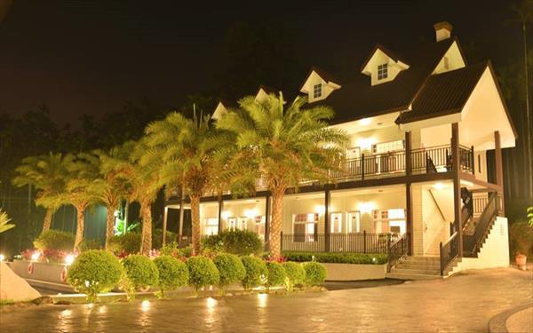 布查德渡假會館照片: 外觀夜景