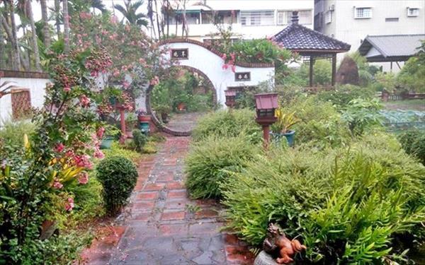 屏東依水園民宿照片: 庭院