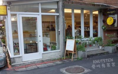 Knutsen Petite Café