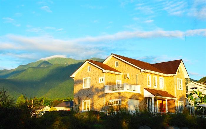 明亮的美式建築,來詮釋小鎮渡假愉悅的心情