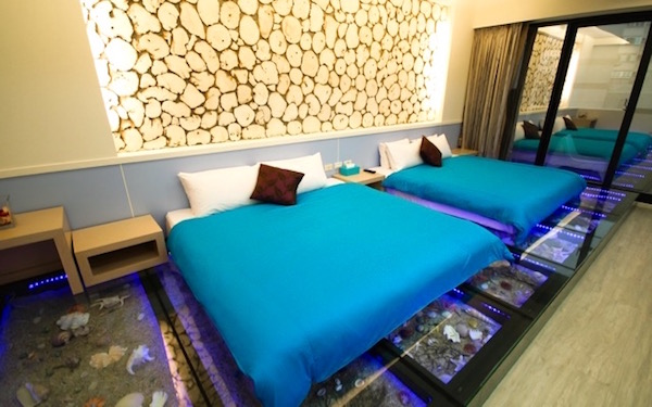 將澎湖沙灘風情搬到床底下打造獨具特色的沙灘房,美麗的沙灘成了腳下最美的風景!