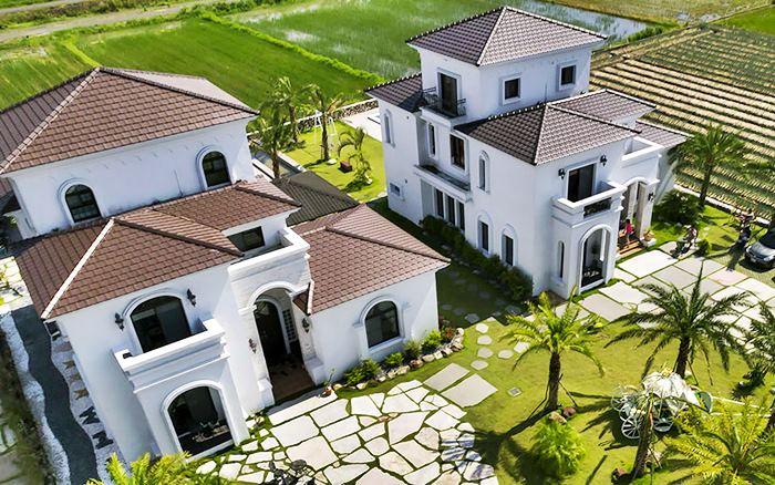 被綠油油的稻田及三星蔥田包圍,因建築物氣派及顏色取為白宮,度假休閒首選宜蘭的Villa
