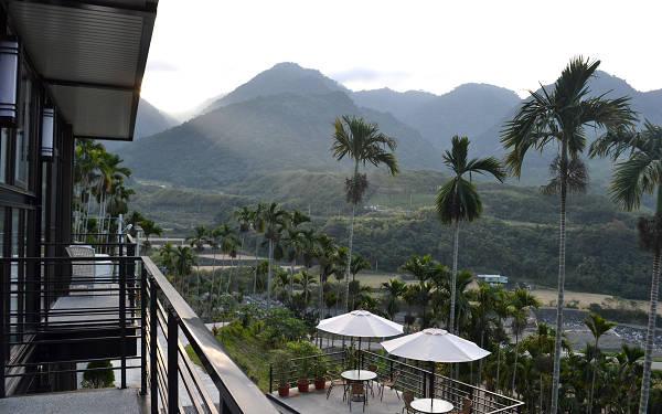 山妍四季民宿位在花東交界的富里鄉竹田村小山腰上,自然景觀相當優美。