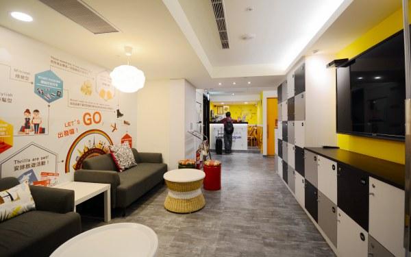 座落於大台北新板特區中心,四鐵共構、交通便利,板橋區唯一取得「YH國際青年旅舍標章」