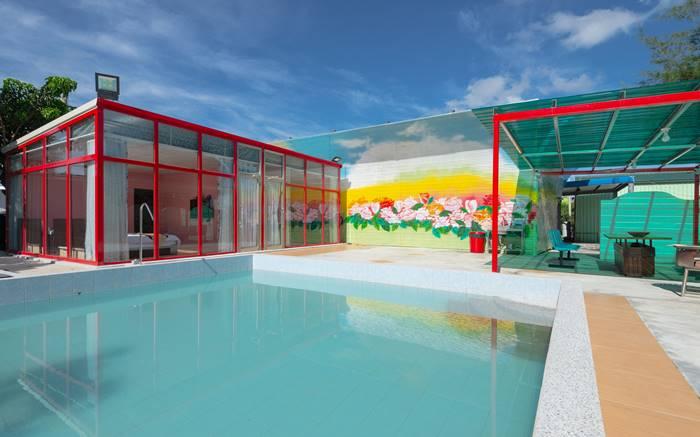 擁有私人泳池,讓你一邊游泳一邊烤肉也沒問題!快揪親朋好友一起來享受夏天