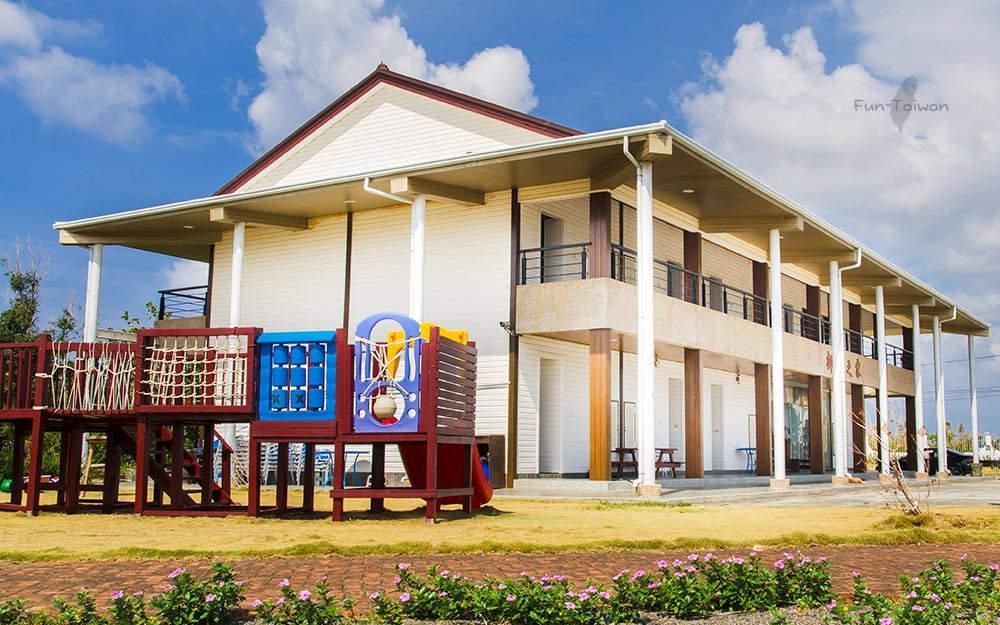 喜歡超大空間的房型嗎?有獨立陽台,有專屬停車場,快來椰林之家享受墾丁陽光假期吧!