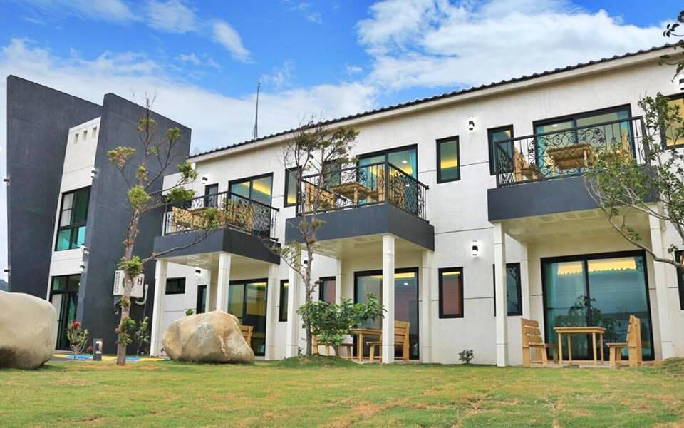 提供舒適乾淨的居住空間,獨立景觀陽台,讓您好好享受寧靜放鬆的渡假時光