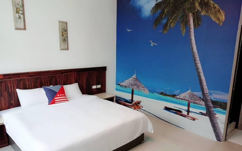「輕輕旅行」民宿主人親手佈置的簡約擺設,房間乾淨溫馨,讓每位旅客有家的舒適感!