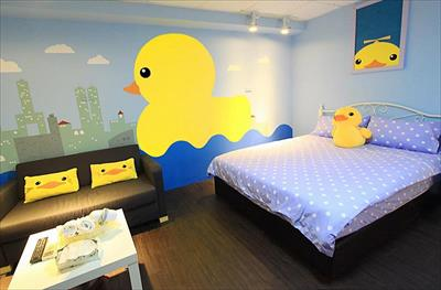 位於台南各大景點正中心,各式設計彩繪主題套房,提供您一個舒適的住宿環境